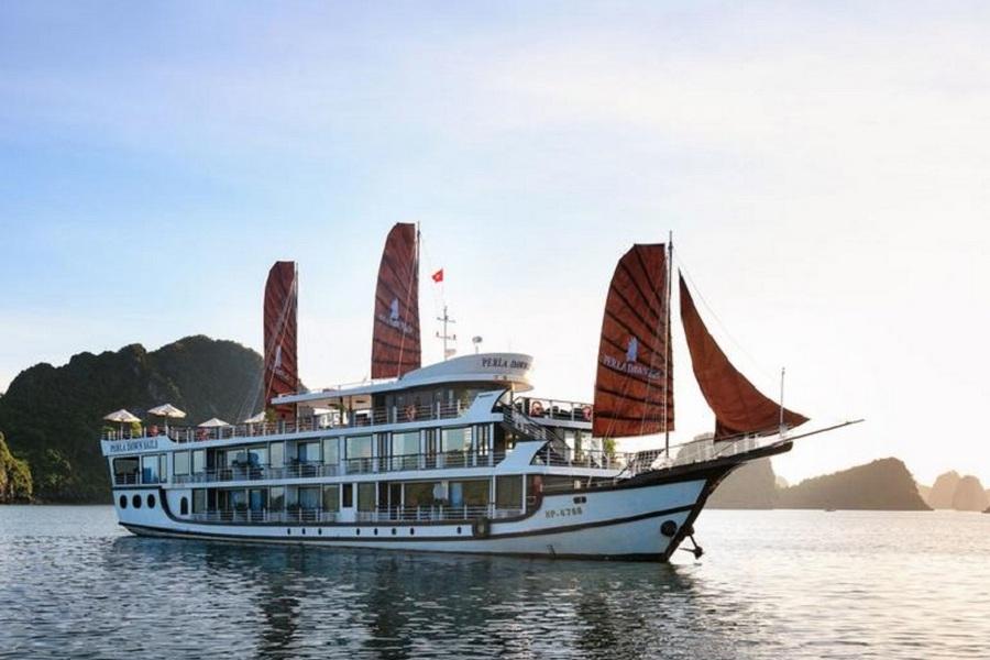 Perla Dawn Sails Halong Bay Vietnam